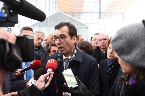 Jean-Pierre Farandou face aux médias lors de l'inauguration de la nouvelle gare de Chambéry.