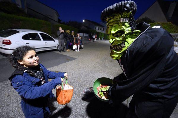 Dans le Cantal, le porte-à-porte d'Halloween est interdit jusqu'au 1er novembre inclus, en raison de la crise sanitaire du COVID 19.