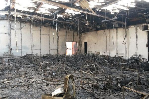 La salle a été totalement détruite