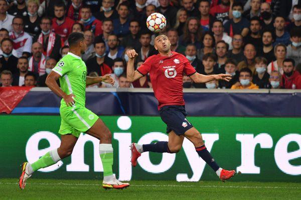 Burak Yilmaz à l'entrée de la surface de réparation lors du match du LOSC face à Wolfsburg.