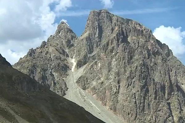 Le Pic du Midi d'Ossau en été