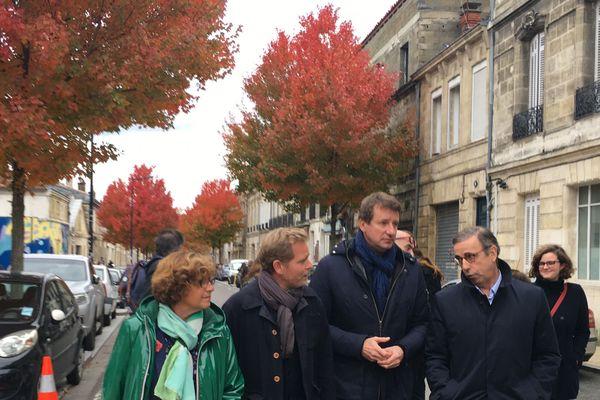 Sylvie Cassou-Schotte, Clément Rossignol-Puech, Yannick Jadot et Pierre Hurmic ce lundi matin dans les rues de Bordeaux