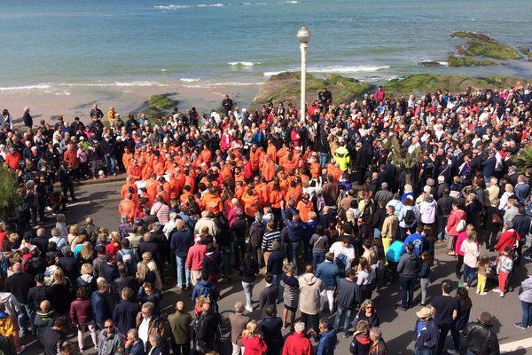 15000 personnes ont marché en silence, lundi 10 juin, pour honorer la mémoire des trois sauveteurs disparus.