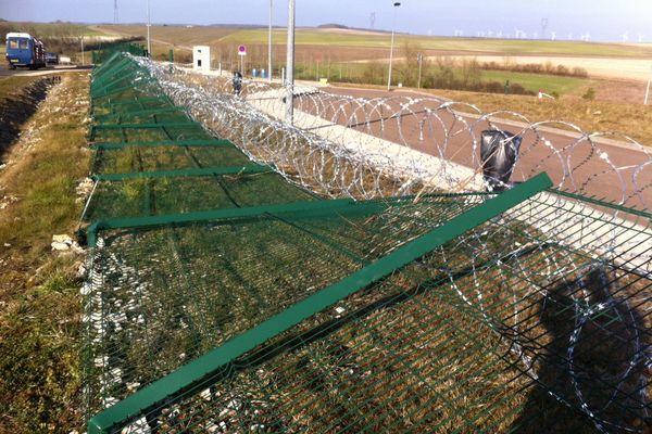 Ce qu'il reste de la clôture de l'écothèque de l'Andra, tombée jeudi soir.