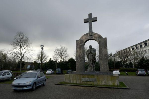 Statue de Jean-Paul II à Ploërmel (Morbihan) - 05/01/2016