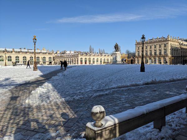 La place Stanislas à Nancy, sous la neige.