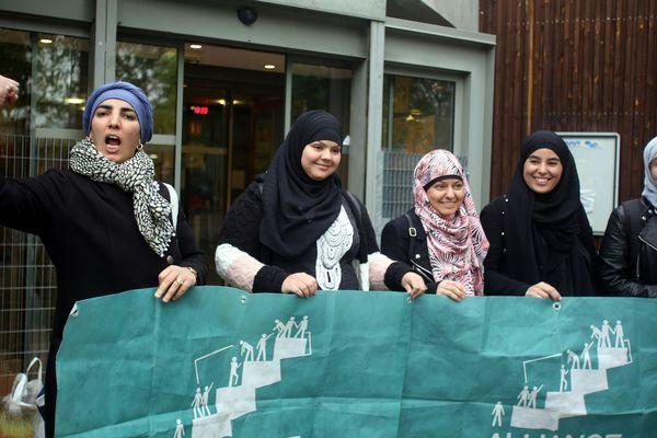Alliance Citoyenne réunissait des femmes de confession musulmanes à Grenoble pour demander l'ouverture des burkinis dans les piscines.