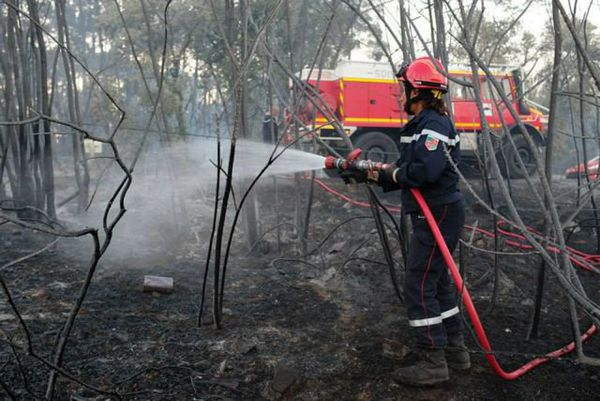 Les pompiers ont maîtrisé le feu de Générargues dans le Gard au cours de la soirée. Août 2015.