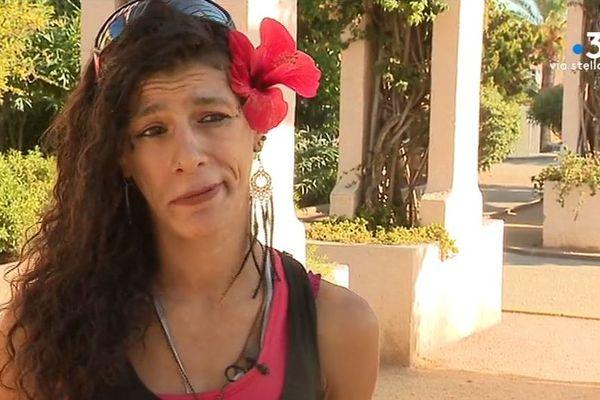 Elle s'appelle Josepha, a 36 ans, et vit dans la rue depuis quelques temps.