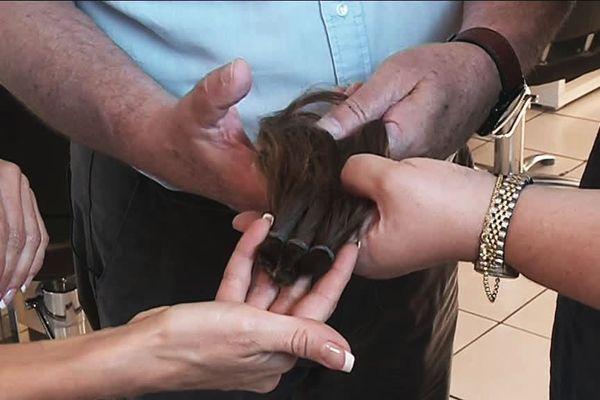Une collecte de cheveux naturels dans le cadre de l'opération Octobre Rose au profit des femmes atteintes du cancer du sein