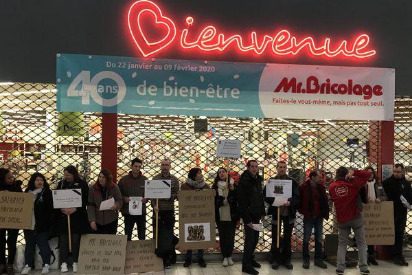 Les salariés de Mr Bricolage de La Roche-sur-Yon sont en grève