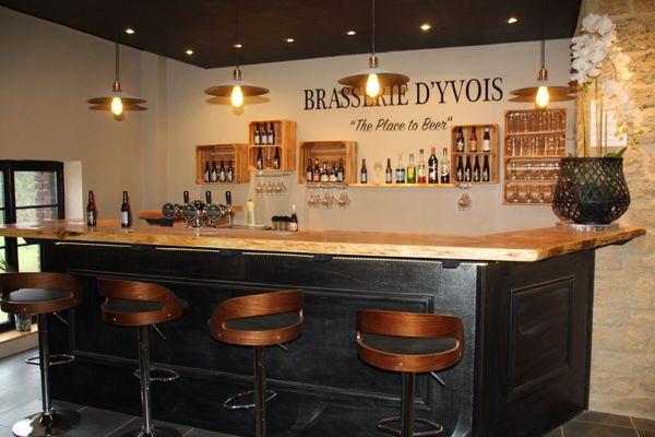 Micro-brasserie l'Yvoise, à Carignan où Fabian, brasseur belge, crée ses bières 100 % artisanales