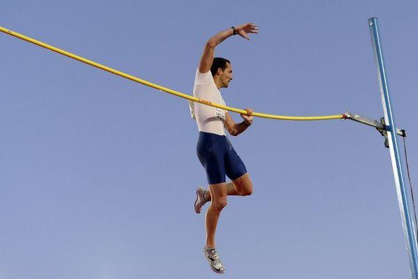 Renaud Lavillenie détient le record du monde de saut à la perche (6,16 m) depuis le 15 février 2014.