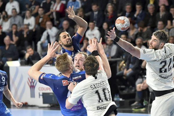 Le MHB de Melvyn Richardson, s'impose d'un but face au PSG des frères Karabatic, 32 à 31, en demi-finale de la Coupe de France de handball dimanche 10 mars 2019.