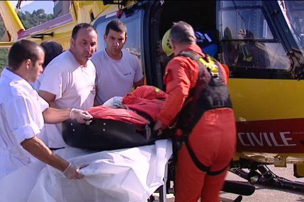 10/06/15 - Accident d'Asco : un premier blessé, souffrant de traumatisme crânien et à la face, a été héliporté en fin d'après-midi à l'hôpital de Bastia.