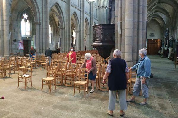 A Quintin (Côtes-d'Armor), tout est prêt pour accueillir de nouveau des fidèles dès ce dimanche dans le respect, notamment, des règles de distanciation.