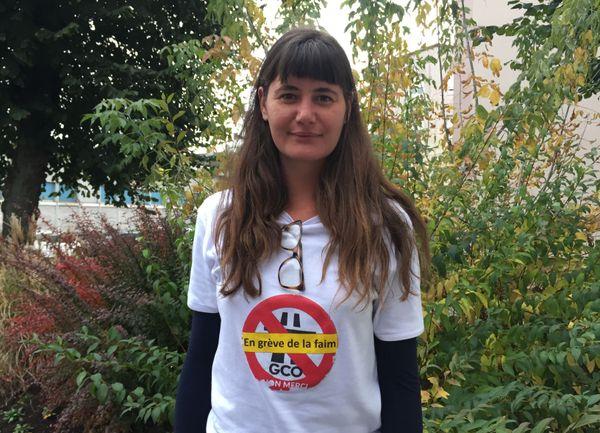Aurélie Kuhn participe à la grève avec sa soeur Rachel.