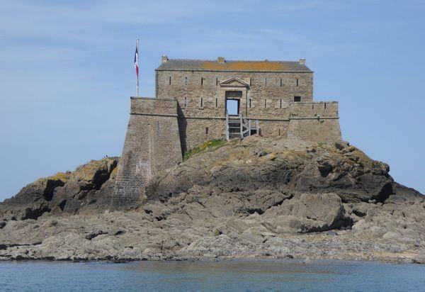 Le fort Vauban du Petit Bé à quelques centaines de mètres des remparts de la cité malouine