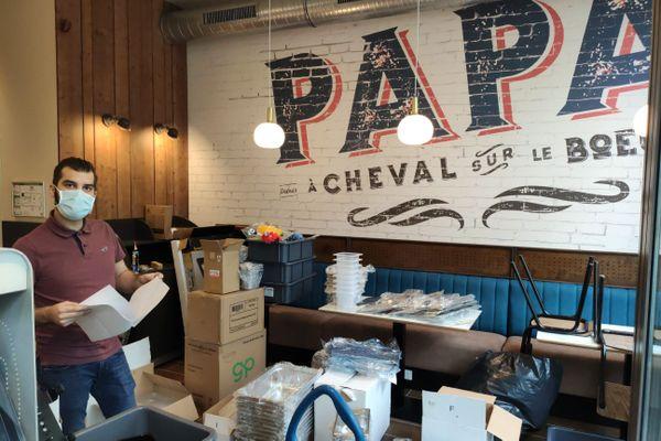 Les Burgers de Papa, le restaurant ouvre le 18 novembre alors que le centre commercial des Rives de l'Orne est à l'arrêt. Un contre-pied au pessimisme ambiant. La vie continue.