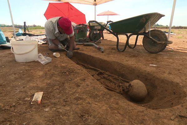 A Croixrault, dans la Somme, des fouilles archéologiques sont en cours.