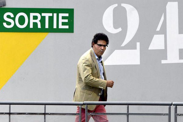 La sortie vers le National ? Où élargir la Ligue 2 à 22 clubs... Thierry Gomez, le président du Mans FC, serait prêt à jouer à 24 si l'on en croit ce cliché du 13 septembre à Rodez !