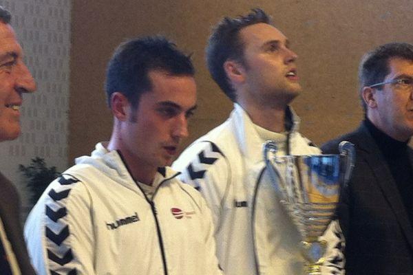 Alex Fava et Alexandre Bardenet (avec la coupe)