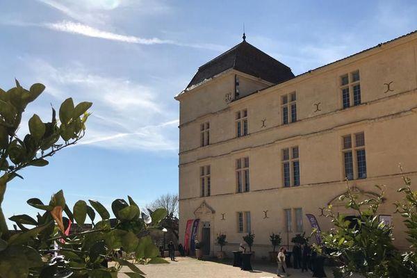Une vue de la cour du Château de Castries