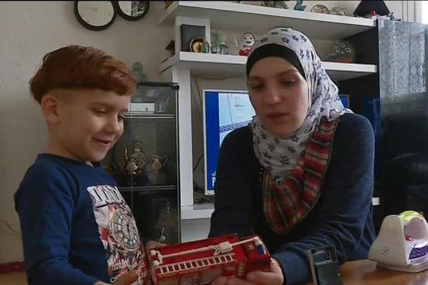 À Saint-Nazaire, la famille de Raghad Kimal, réfugiée syrienne, a obtenu un titre de séjour valide pour 10 ans en France.
