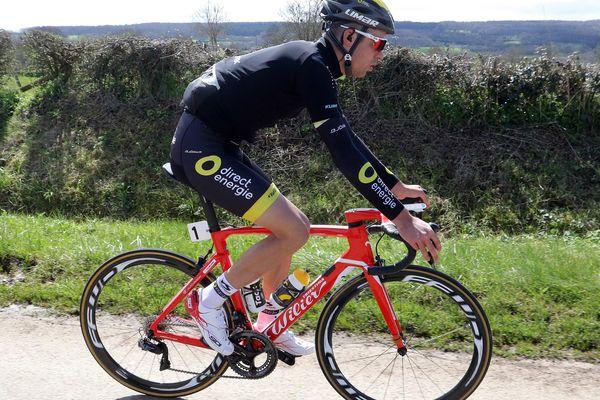 Lilian de Direct Energie, dans le peloton du 66e edition du Circuit Cycliste Sarthe / Pays de la Loire. 3ème étape - Abbaye de l'Epau - Pré en Pail St Samson