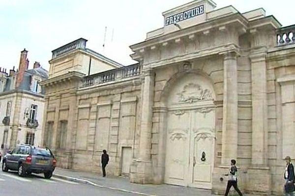 Vingt-et-un cadres de la préfecture de Côte-d'Or (sous-préfets, directeurs départementaux) vont parrainer vingt-et-un jeunes sélectionnés par Pôle Emploi.