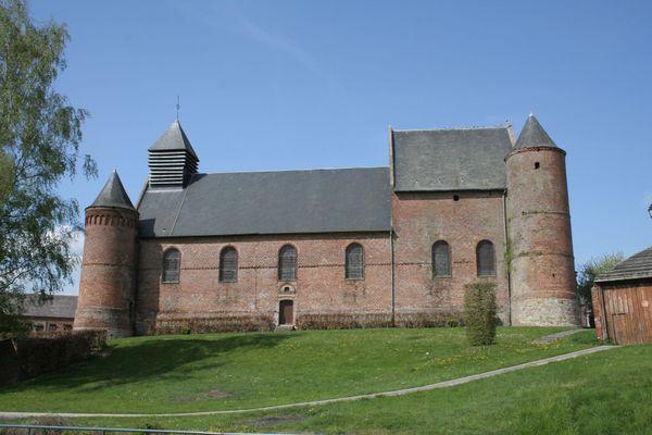 L'église fortifiée d'Esquéhéries, dans l'Aisne.