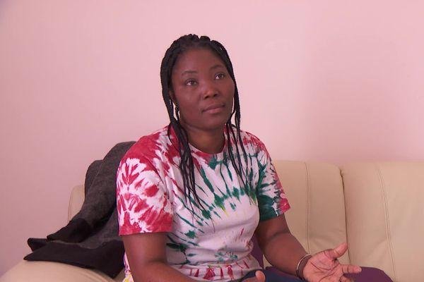 Lydia Veyrat, aide-soignante menacée d'expulsion