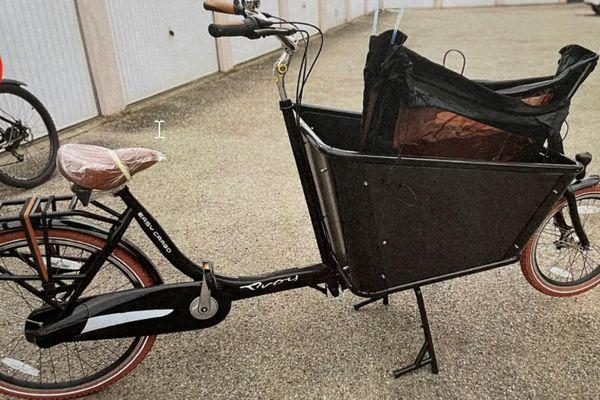 Vous reconnaissez ce vélo ? Il vous attend bien sagement au poste de police ...