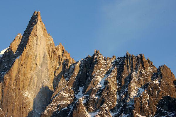 La face ouest des Drus, dans le massif du Mont-Blanc, le 4 février 2007.
