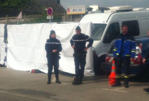 Identification criminelle de la gendarmerie sur le lieu de découverte d'un corps enterré à Auray