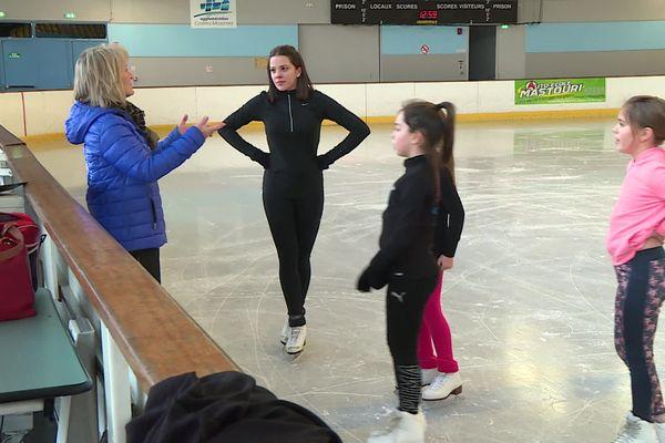 Dominique Kennerson entraîne des jeunes patineuses artistiques depuis 21 ans, à l'école de patinage de Castres.