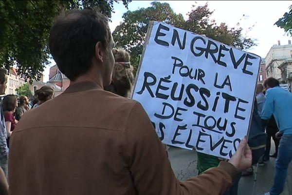 Les professeurs de philosophie ont manifesté devant le rectorat de Lille, mercredi 3 juillet 2019.