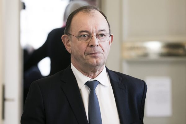Yves Blein (LREM) candidat à la mairie, s'est mis dans la ligne de la maire de la commune voisine de Saint-Fons (Divers Droite). Ses colistiers ne comprennent pas.