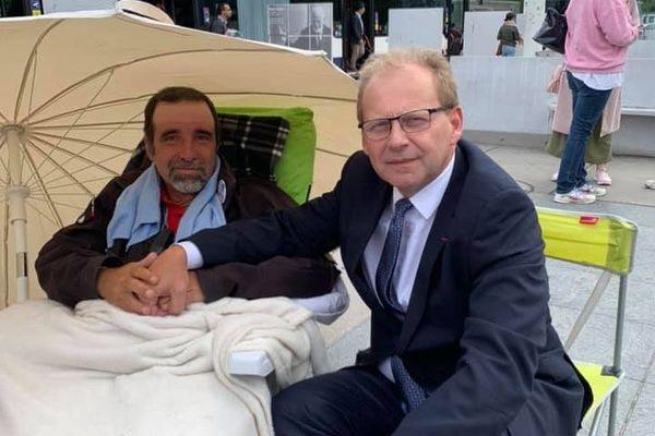Petit Jean a cessé la grève de la faim après sa rencontre avec le consul général de France à Genève.
