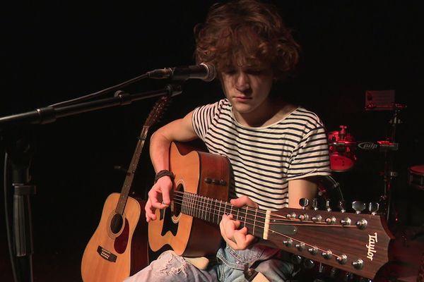 Le jeune musicien tout droit venu d'Ussel a commencé son projet en solo en 2018. Aujourd'hui, il fait les premières parties de certains artistes français.