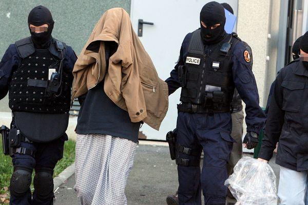 Arrestation en novembre 2010 à Toulouse (Haute-Garonne) d'un individu soupçonné de liens avec Al Qaïda et des réseaux terroristes irakiens.