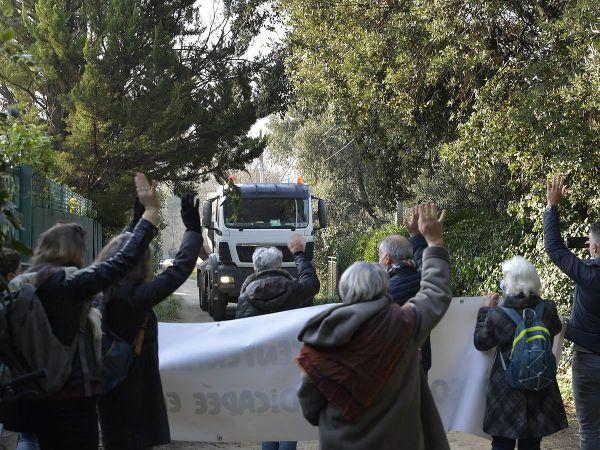 Condamnés pour avoir interdit l'accès aux camions le temps de la manifestation début mars 2021.