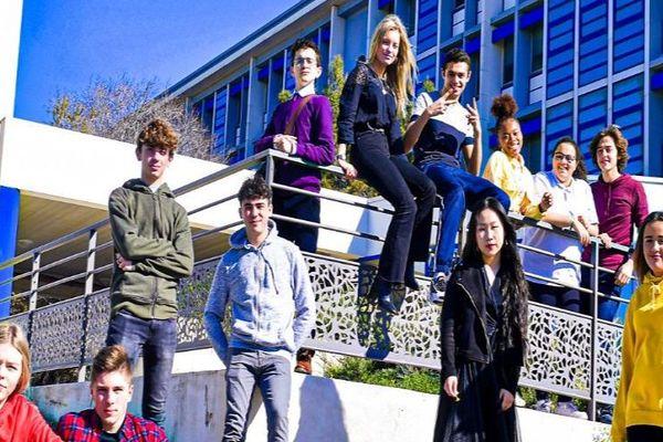 """Les 12 collégiens d""""ASKIP, les ados héros de la série de France 4 tournée à Sète - mai 2020."""