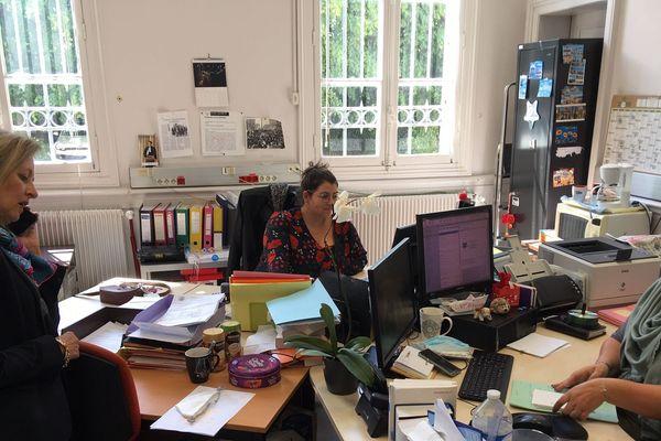 Dominique Puechmaille, Procureur de la République d'Evreux, dans le bureau des greffières des Assises de l'Eure, Mélanie Gelly et Stéphanie Perrotte