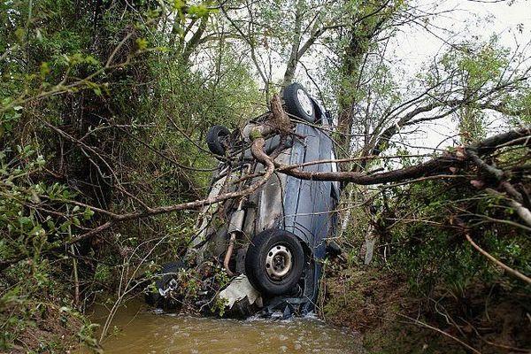 Saint-Pargoire (34) - plusieurs voitures ont été emportées par les eaux - 30 septembre 2014.