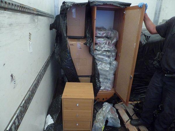 La drogue dissimulée dans des meubles à l'intérieur d'un véhicule à Hendaye.