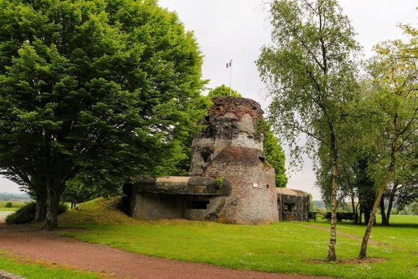La Tour du Moulin à Bruille-Saint Amand, point central de la ligne de résistance le long de l'Escaut.
