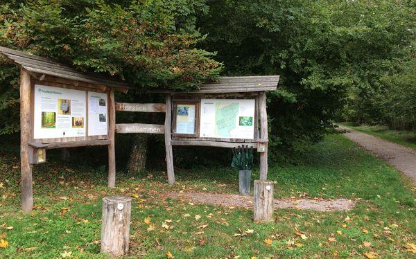 Entrée de la forêt cinéraire de Rheinau (Bade-Wurtemberg, Allemagne)