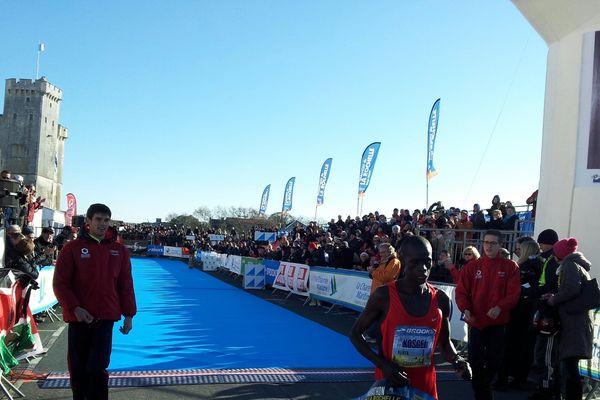 Issac Kosgei a bouclé ce marathon en 2h12'29