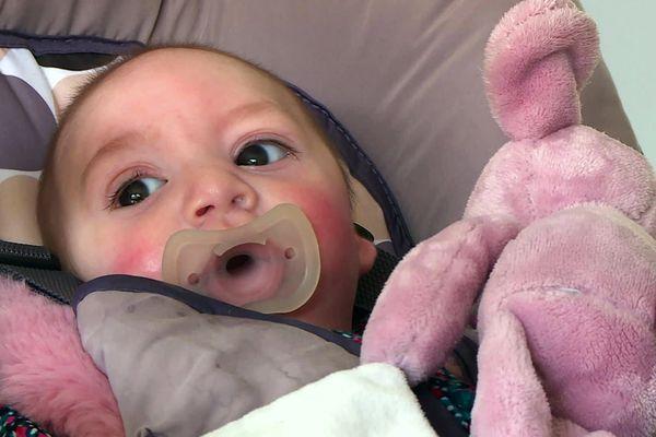 Atteinte d'un syndrome extrêmement rare, Margot pourrait se faire opérer et retrouver l'ouïe aux Etats-Unis